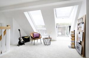 Einbau von Dachflächenfenstern und Austausch der vorhandenen alten Dachfenster